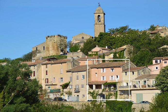 dorpswoning met groot terras kopen met prachtig zicht op de Ventoux en de wijngaarden