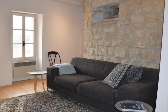 Ventoux Immo Provence, dorpshuis kopen met prachtige muren, terras en mooi zicht