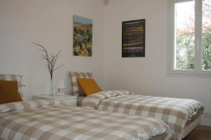 louer une villa de luxe en Provence pour 8 personnes avec vue sur le Mont Ventoux et piscine privée