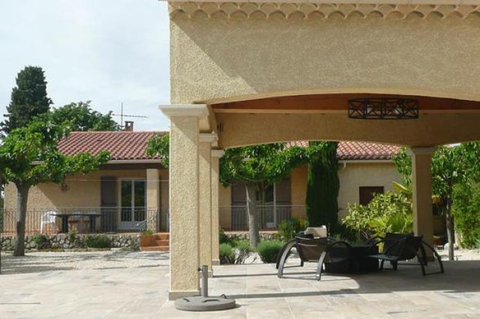 location saisonnière provence vaucluse mont ventoux luberon villa 8 personnes, cuisine extérieure, piscine chauffée