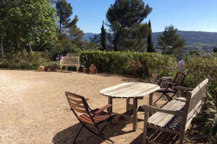 vakantie Provence, Vaison-la-Romaine, panoramisch zicht op de Mont Ventoux