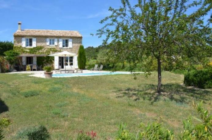 for sale in Provence: holiday home with swimming pool