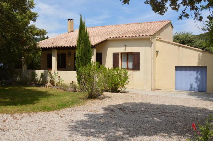 huis met zwembad kopen in de Provence, met grote tuin, poolhouse en zwembad, real estate villa for sale with swimming pool en magnific view