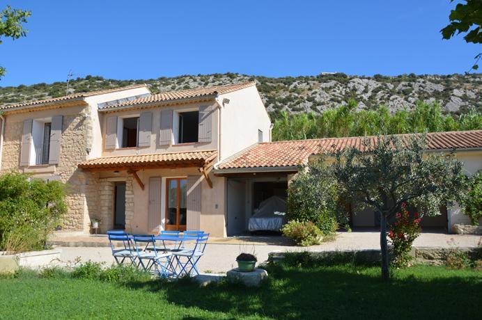 groot huis kopen met zwembad in de Provence, met prachtig uitzicht