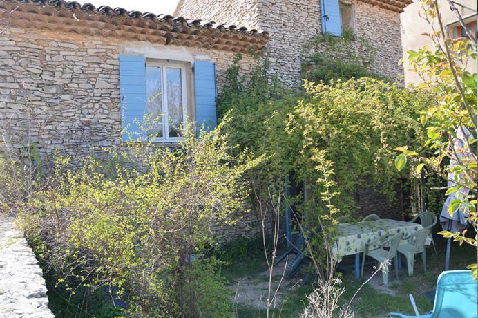 huis kopen in Provençaals dorp met tuin en rustig gelegen
