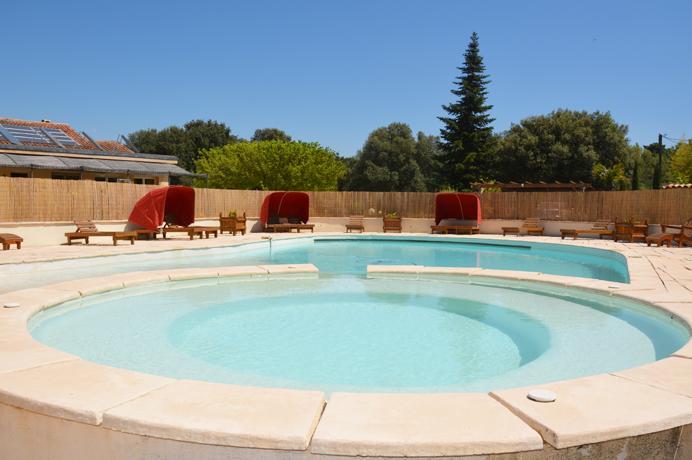 Ventoux Immo Provence, vastgoed  kopen met prachtige tuin en groot zwembad