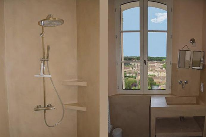 a vendre, grande villa de luxe avec piscine, située dans un village