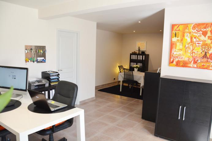 home office and practice for sale real estate agent in France