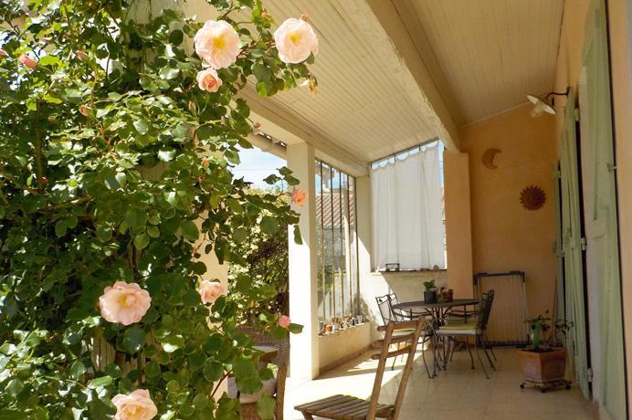 woning kopen met bijgebouw, studio, zwembad en tuin op wandelafstand van de stad in de Provence