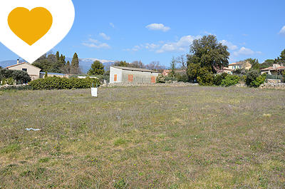 large constructible plot for sale in the centre of a cosy Provencal village, with view of the church tower and the Mont Ventoux