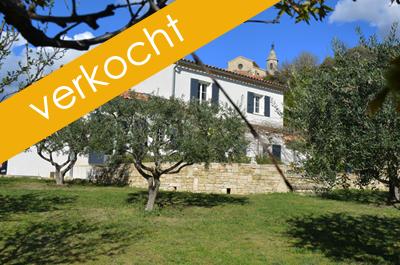 luxe villa kopen in een prachtig Provençaals dorp aan de voet van de Mont Ventoux