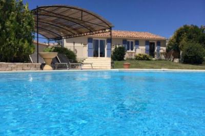 location gîte 8 personnes avec piscine et vue panoramique sur le Mont Ventoux