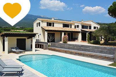 grote villa kopen met zwembad tussen de wijngaarden met zicht op de Mont Ventoux