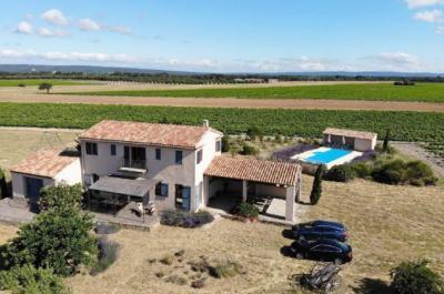 huis te koop in de Provence met truffelgaard en wijngaard op een terrein van 1,6 hectare