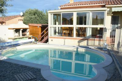villa de plain-pied avec piscine, véranda et dépendances à vendre à Carpentras