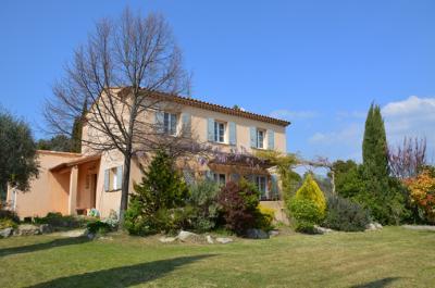 moderne villa met 4 slaapkamers en een zwembad kopen in de Provence