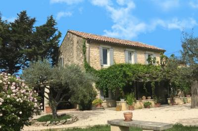 large authentic provencal mas farm house for sale in the Carpentras area